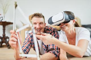 Paar plant Hausbau mit Virtual Reality Brille