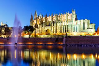Kathedrale Catedral de Palma de Mallorca Kirche Abend Reise Reisen Spanien