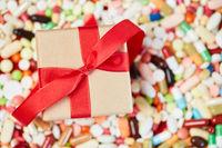 Geschenk auf Medikamenten zu Weihnachten
