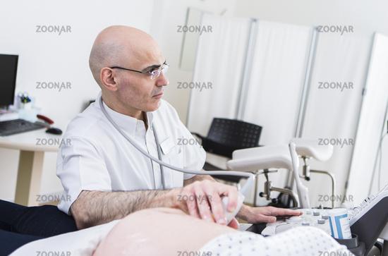 Ultraschalluntersuchung einer Patientin
