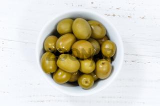 Oliven grün Olive von oben Holzbrett