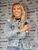 Sängerin Annemarie Eilfeld  bei einem Auftritt am 03.10.2018 in Magdeburg