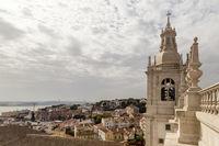 Kloster São Vicente de Fora und Blick auf die Altstadt, Lissabon, Portugal, Monastery São Vicente de Fora with view of the old town, Lisbon, Portugal