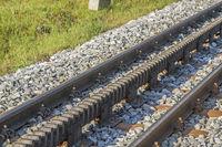 Detailansicht der Schienen einer Zahnradbahn