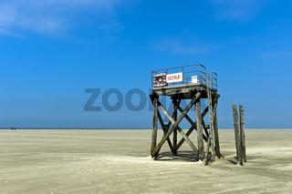 Rettungsturm am Strand von Westerhever, Nationalpark Schleswig-Holsteinisches Wattenmeer,Deutschland