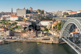 Blick über den Rio Douro auf die Altstadt von Porto