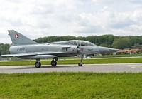 Kampfflugzeug Mirage III nach der Landung auf der Rollbahn, Militärflugplatz Payerne,Schweiz