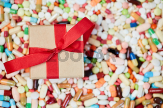 Geschenk auf Medikamenten zum Geburtstag