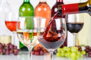 Wein einschenken eingießen Weinflasche Weinglas Rotwein Flasche