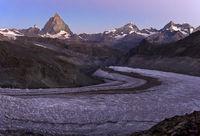 Morgendämmerung in den Schweizer Alpen, Wallis, Schweiz