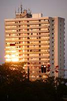 Wohnhochhaus im Abendlicht