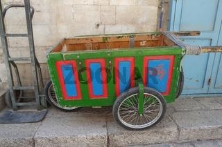 Handkarre  in der Altstadt von Jerusalem, Israel