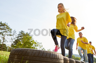 Sportliches Team trainiert Ausdauer und Fitness