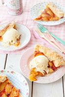 Peach Pie mit Vanilleeis