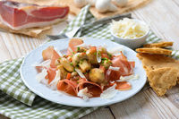 Pilzsalat auf Südtiroler Speck