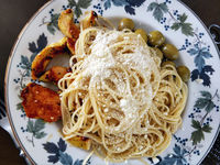 Spaghetti with cheese, olives and roasted chicken fillet