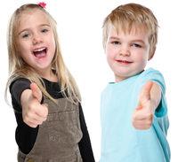 Kinder lachen glücklich Daumen hoch Erfolg erfolgreich Freisteller freigestellt isoliert