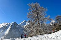 Winterwanderung in den Walliser Alpen, Ovronnaz, Wallis, Schweiz