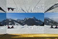 Blick aus dem Spiegelhaus Mirage Gstaad,Kunstausstellung Elevation 1049: Frequencies, Gstaad,Schweiz