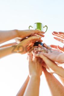 Hände der siegreichen Mannschaft