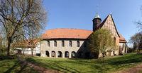 ehemaliges Kloster Oldenstadt mit Klosterkirche