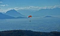 Gleitschrimflieger vor Alpenpanorama