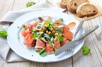 Salatteller mit Speck