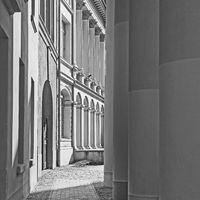 Außenaufnahme des Zoologischen Instituts der Universität Rostock, Deutschland, in schwarzweiß