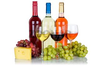 Wein Käse Weine Weißwein Rotwein Rose Weintrauben Trauben isoliert Freisteller