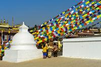Buddhistische Gebetsfahnen an der Boudhanath Stupa, Kathmandu, Nepal