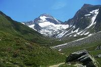 Blick über die Hochebene auf die Rötspitze, Ahrntal, Südtirol