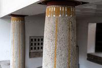 Säulen mit Jugendstilornamenten