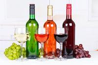 Wein Sammlung Weine Weißwein Weisswein Rotwein Rose Weintrauben Trauben