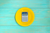 Plate with a calculator