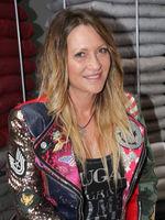 Sängerin Yvonne König, Partnerin von Markus, bei der Eröffnung von Maco-HomeCompany am 01.09.2018 in Magdeburg