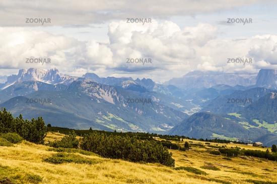 Alpen mit Dolomiten, Südtirol, Italien