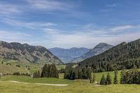 Blick auf Vierwaldstättersee im Tal, Nidwalden, Schweiz, Europa