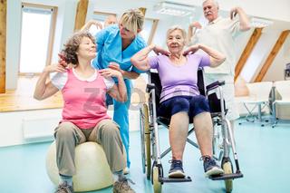Senioren Gruppe macht Kurs Rückengymnastik