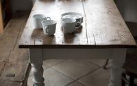 Küche mit altem Holztisch