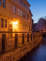 Quedlinburg, Häuser Mühlengraben und Blick auf den Adelshof zur blauen Stunde