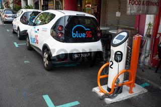 Singapur, Republik Singapur, Elektrofahrzeug an einer Ladestation