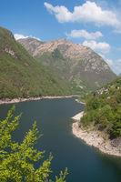 CH--Lago di Vogorno im Verzascatal.jpg