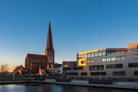 Der Stadthafen in Rostock am Morgen