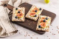 Multigrain crispread appetizer