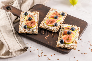 Multigrain crispread appetizer