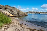 Strand auf der Insel Dyrön in Schweden