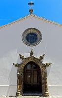 Kirche Matriz, Hauptportal im manuelinischen Stil, Monchique, Algarve, Portugal