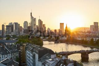 Skyline der Stadt Frankfurt am Main Downtown abends