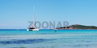 Segelyacht in der Pinarellubucht - Korsika