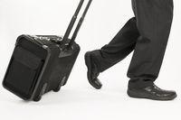 laufen mit Koffer horizontal